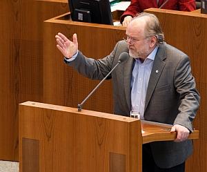 Joachim Paul im Plenum des Landtages NRW